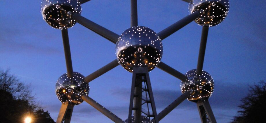 Преимущества памятника мирному атому в Брюсселе